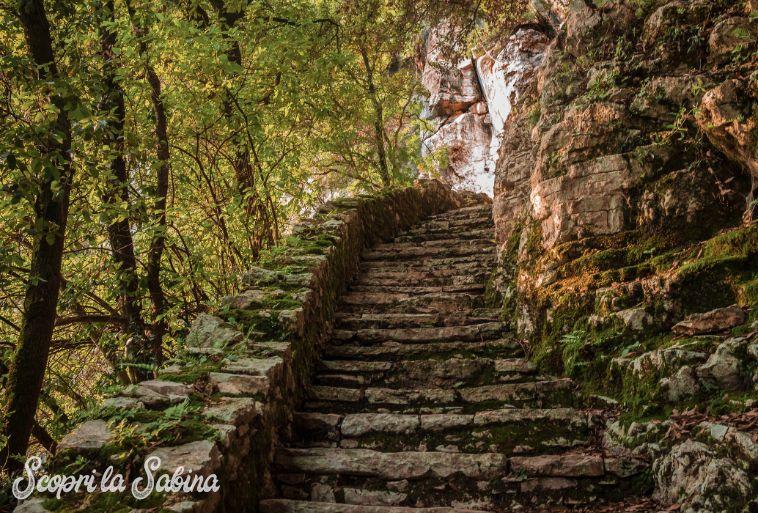 Grotta di San Michele - La scalinata